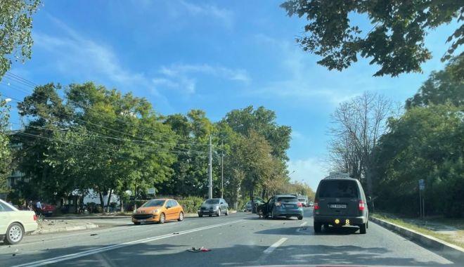 Accident rutier la Eforie. O maşină a intrat pe trotuar - accidenteforie-1631710574.jpg