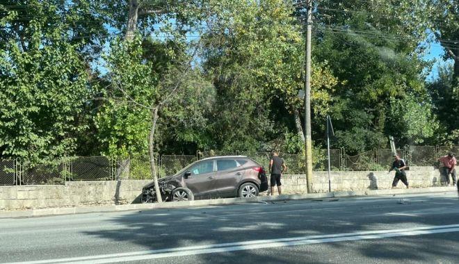 Accident rutier la Eforie. O maşină a intrat pe trotuar - accidenteforie1-1631710546.jpg