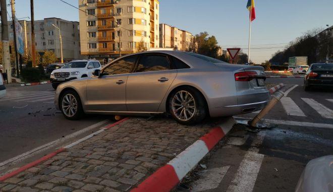 Galerie foto. GRAV ACCIDENT cu trei mașini implicate, în SENSUL GIRATORIU, în Constanța! - accidenteliberarii5dec1-1575531157.jpg