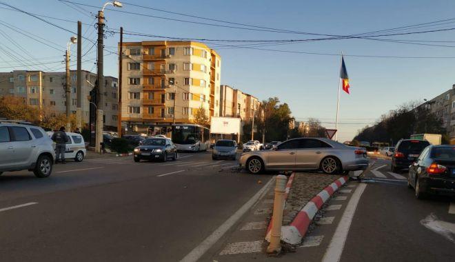 Galerie foto. GRAV ACCIDENT cu trei mașini implicate, în SENSUL GIRATORIU, în Constanța! - accidenteliberarii5dec2-1575531167.jpg