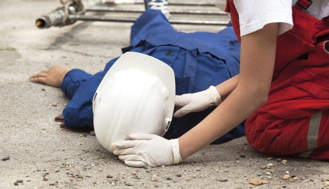 Foto: Accidente de muncă. Iată ce au pățit câțiva lucrători