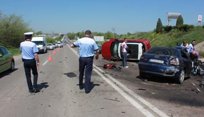 Accident teribil la ieșire din Constanța - accidentovidiu16-1367416919.jpg