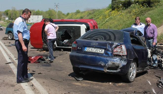 Accident teribil la ieșire din Constanța - accidentovidiu17-1367416924.jpg