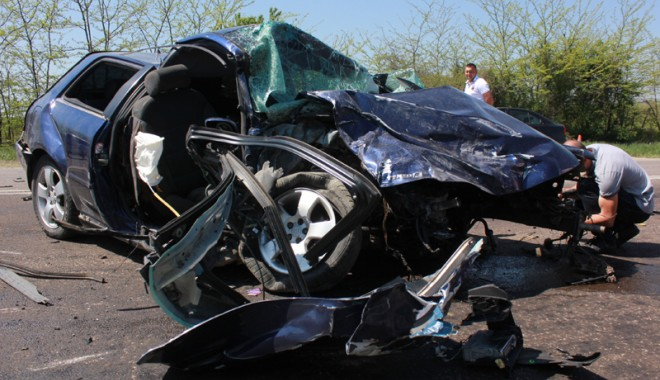 Accident teribil la ieșire din Constanța - accidentovidiu21-1367416929.jpg