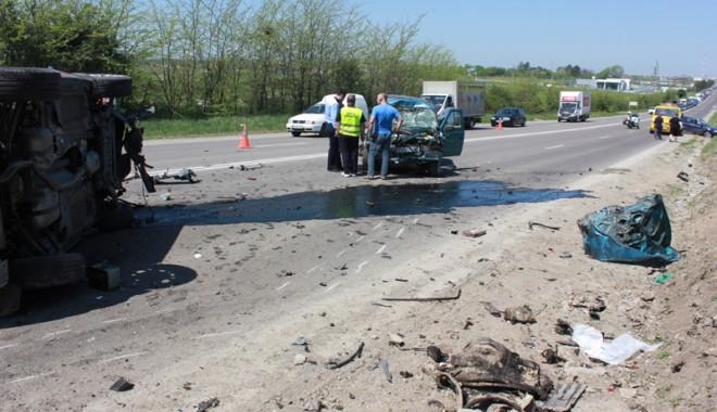 Accident teribil la ieșire din Constanța - accidentovidiu35-1367416940.jpg