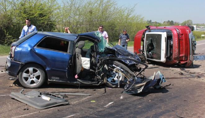 Accident teribil la ieșire din Constanța - accidentovidiu36-1367416944.jpg