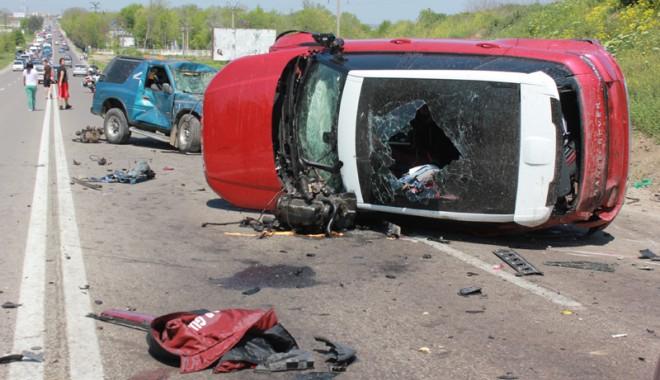Accident teribil la ieșire din Constanța - accidentovidiu44-1367416949.jpg