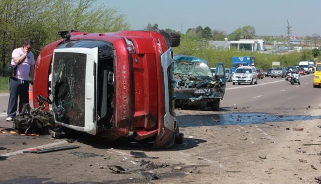 Accident teribil la ieșire din Constanța - accidentovidiu9-1367416906.jpg