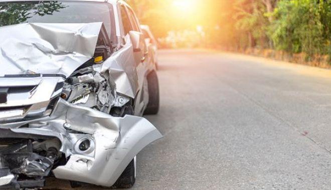 Doi polițiști au ajuns la spital, după ce au intrat cu mașina în copac! - accidentpolitistisursabursa-1599661974.jpg