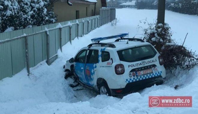 Foto: Șef de Poliție, acuzat că a condus băut! A intrat cu mașina de serviciu într-un șanț