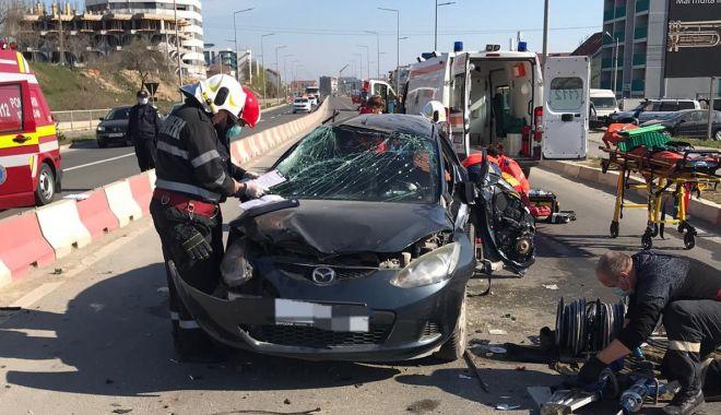 Foto: Șoferiță rănită într-un accident, dusă la spital cu elicopterul SMURD