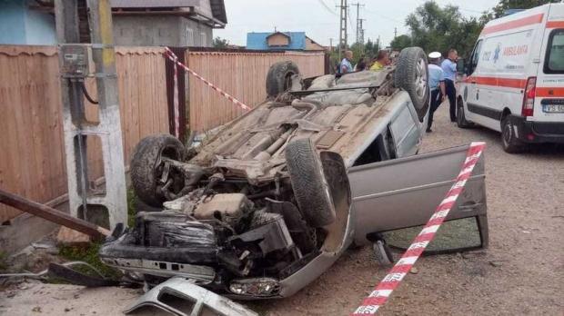 Foto: Băiat de 12 ani, mort după ce a furat mașina fratelui său și a lovit un cap de pod