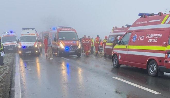 VIDEO: Accident grav la Constanța. DOUĂ PERSOANE AU MURIT. Drumul DN38 - Topraisar este COMPLET BLOCAT