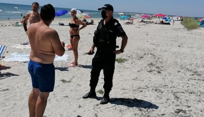 Foto: Razie pe plaja din Eforie Nord. Polițiștii au dat sancțiuni de mii de lei