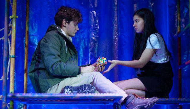 Actorii Teatrului de Stat vă invită la un thriller poetic, cu vampiri - actorii-1576106928.jpg