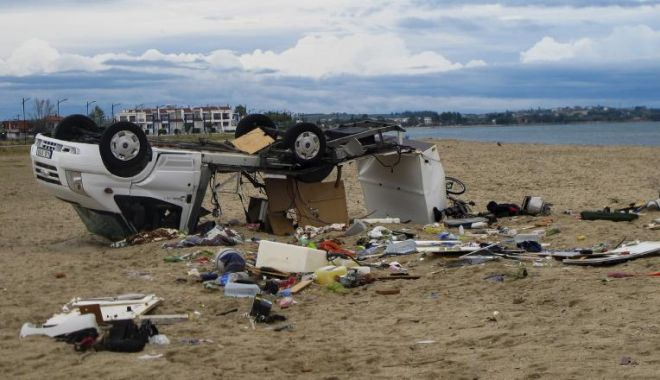 Foto: Noi detalii despre românii afectați de furtună în Grecia. Ce spune Meleșcanu