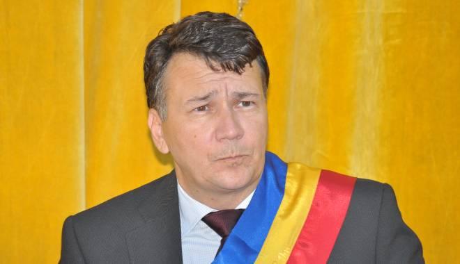 Foto: UPDATE. Primarul din Techirghiol, REȚINUT de DNA. Edilul, prins în flagrant într-o parcare din Constanța