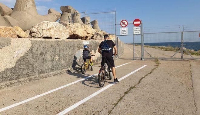 Liber la plimbări pe jos și cu bicicleta, pe digul de larg din Portul Constanța - afostredeschisdigul-1596042338.jpg