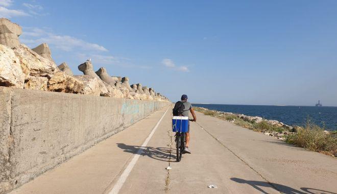 Liber la plimbări pe jos și cu bicicleta, pe digul de larg din Portul Constanța - afostredeschisdigul1-1596042363.jpg