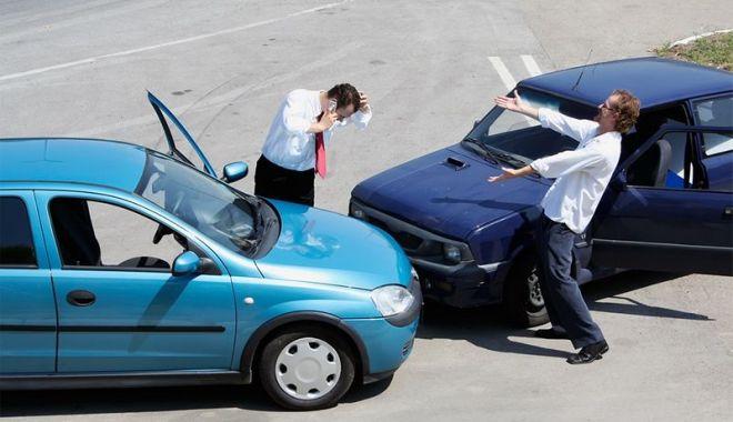 Foto: Vești proaste pentru șoferi. SE SCUMPESC POLIȚELE RCA!