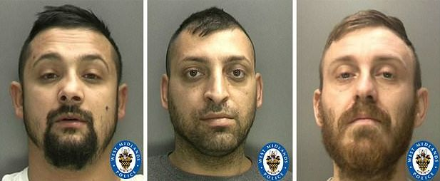 """Foto: Românii care au îngrozit Marea Britanie. Ce au găsit polițiștii în """"peștera lui Aladdin"""""""