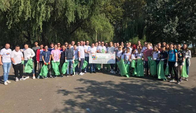 Tinerii din ALDE Constanța au colectat deșeurile  din Parcul Tăbăcărie - alde1-1537105491.jpg