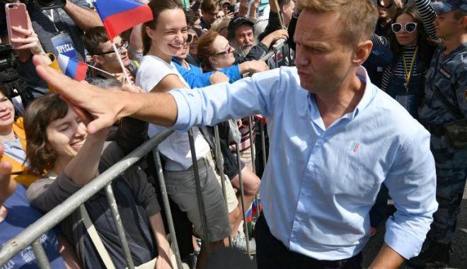 Aleksei Navalnîi a fost transportat cu un avion medical din Siberia la Berlin - alekseinavalni-1598082003.jpg
