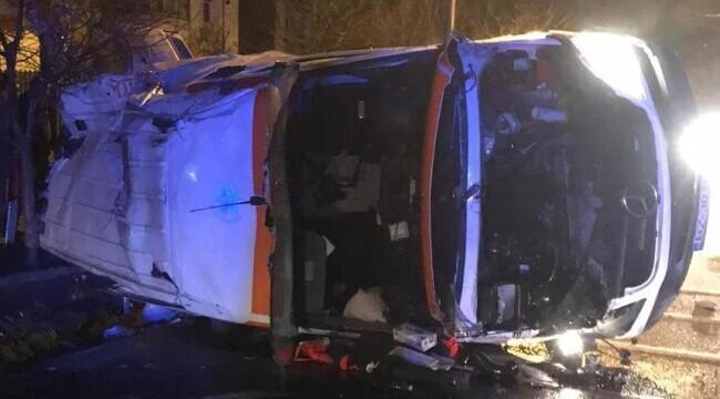O ambulanţă care transporta o pacientă cu COVID s-a răsturnat. Femeia a murit - amb-1613549046.jpg