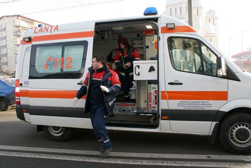 Accident rutier grav pe bulevardul Mamaia - ambulanta-1318965684.jpg