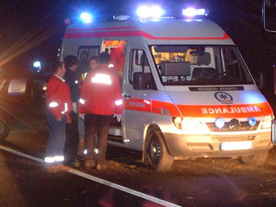 Buzău: O tânără de 19 ani, însărcinată în luna a șaptea, s-a aruncat de la etajul al doilea - ambulanta-1328352824.jpg