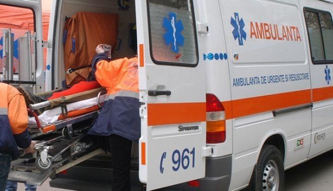 Accident rutier la Constanța. S-a răsturnat cu mașina! - ambulanta-1541749775.jpg