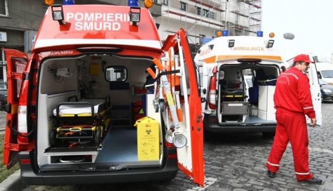Fetiță din Constanța, moartă după ce a căzut șifonierul peste ea - ambulanta1346683017-1363508532.jpg