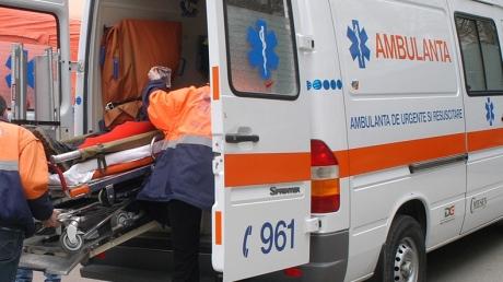 Pieton lovit de o mașină pe bulevardul Mamaia - ambulanta82069800-1324283632.jpg