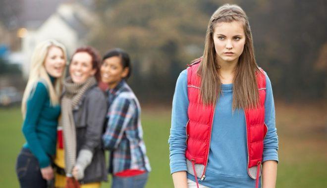 Foto: Amenințați de cuțitari! Sunt în siguranță elevii și profesorii, la școală?