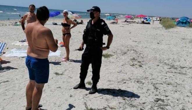 Foto: Jandarmii au împărțit amenzi pe plajele sălbatice din județul Constanța