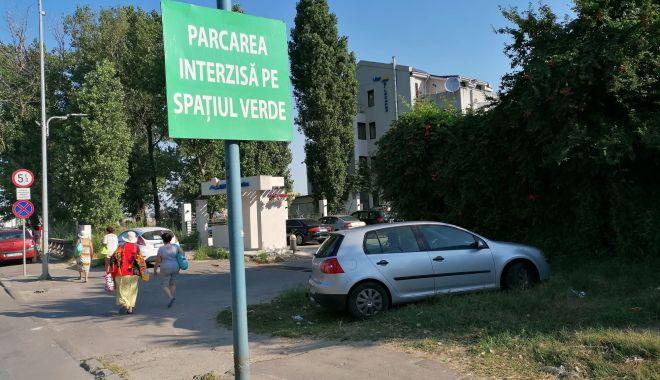 Amenzi uriaşe pentru şoferii care îşi lasă maşinile pe spaţiul verde, în staţiunea Mamaia - amenziuriase-1627290313.jpg