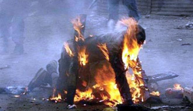 Foto: A murit după ce și-a dat foc în fața iubitei, din gelozie