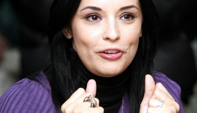 Andreea Marin, scandal cu Natalia Mateuț într-un restaurant - andreeabanica-1315750540.jpg