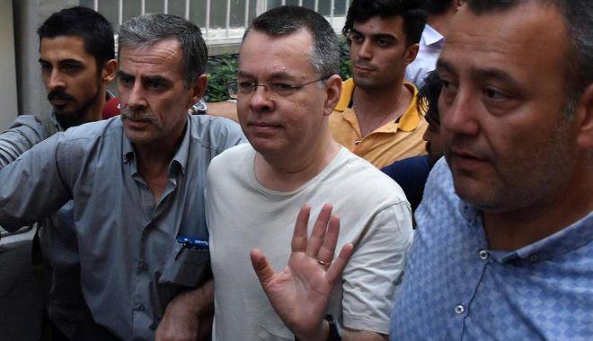 Pastorul care a declanșat un scandal între Turcia și SUA va fi eliberat - andrewbrunson-1539355540.jpg