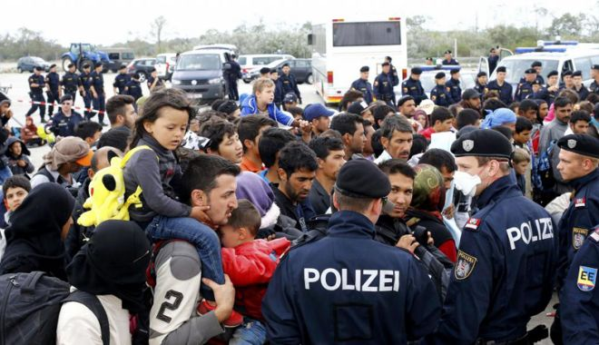 Foto: Angela Merkel respinge ideea unei axe Germania-Austria-Italia împotriva migrației