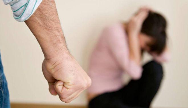 Foto: Constănțeancă bătută și amenințată de soț. Polițiștii au emis un ordin de protecție provizoriu