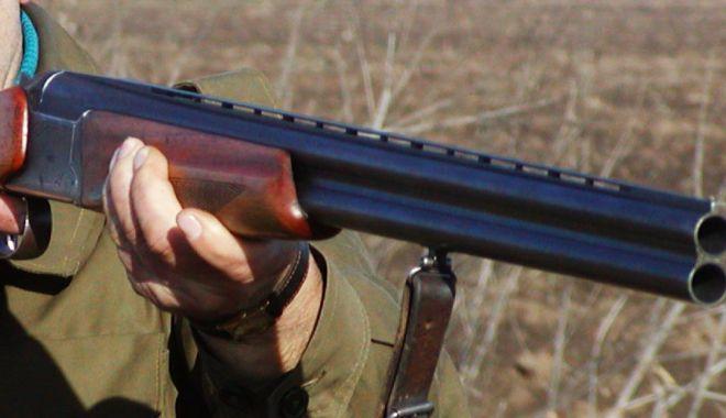 Anchetă la Constanța. Un bărbat s-ar fi împușcat din greșeală! - arma-1589385597.jpg