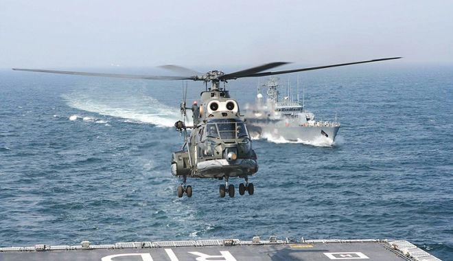Foto: Militari de elită! Ofițeri de marină, piloți de elicopter