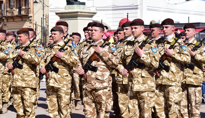 Foto: Începând cu aprilie 2017: Militarii și polițiștii rămân cu aceleași salarii, dar sporurile se vor dubla. Serviciul de permanență, un plus de 40% la salariu