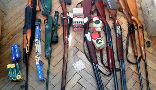 Arsenal de arme deținute ilegal, descoperit la  un pensionar constănțean - arme-1456419423.jpg