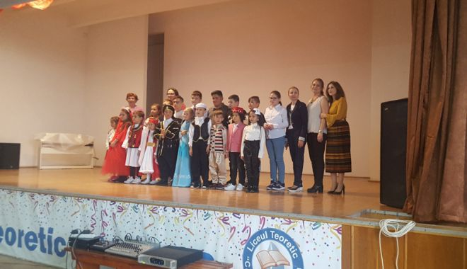 "Foto: Armonie interetnică la Liceul Teoretic ""Callatis"" din Mangalia"