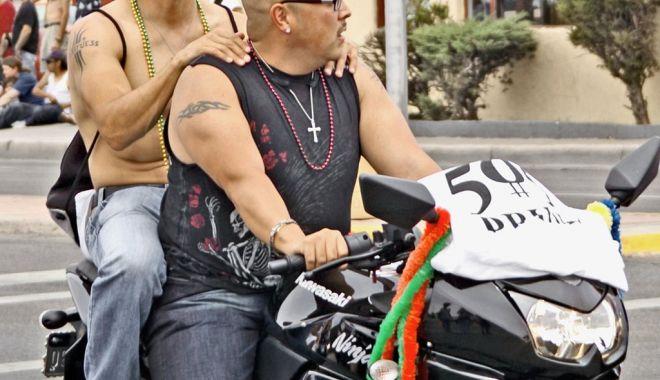 Așa se înțeleg doi pe motocicletă - asa-1582492940.jpg