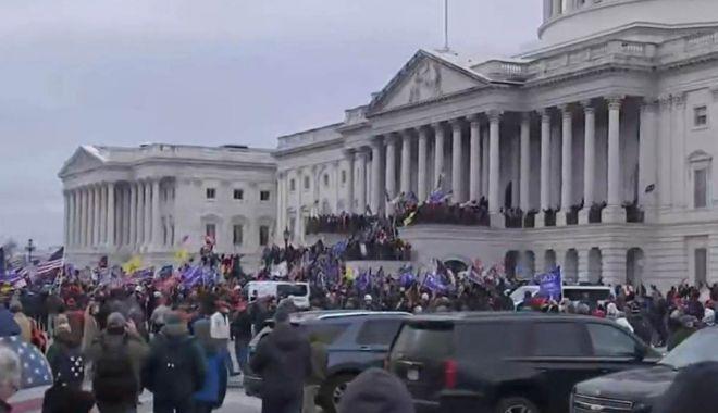 America în stare de şoc! Susţinătorii lui Donald Trump au luat cu asalt clădirea Capitoliului - asalt-1609964260.jpg
