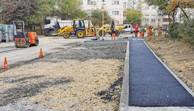 Lucrări de asfaltare în parcările din Constanţa - asfaltariparcari-1606315331.jpg