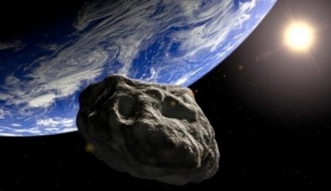 """Foto: """"APOCALIPSA 2012"""": Un asteorid uriaș va trece azi pe lângă Terra"""